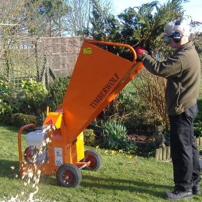 wood chipper garden shredder heavy duty petrol hire. Black Bedroom Furniture Sets. Home Design Ideas